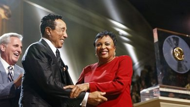 Librarian of Congress Carla Hayden presents Motown legend Smokey Robinson with the 2016 Gershwin Prize for Popular Song at DAR Constitution Hall, November 16, 2016. Photo by Shawn Miller.