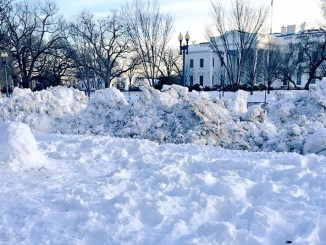 The White House is seen here after a January 2016 snowstorm. (Courtesy of noaa.gov)