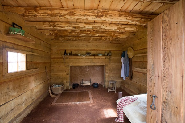 Interior of the recreated Hemings Cabin at Monticello (Courtesy of monticello.org)
