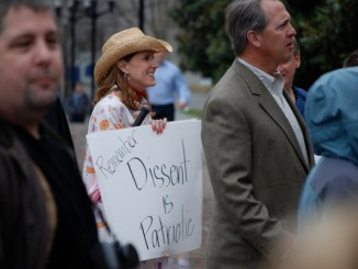 "A woman holds a handwritten sign reading ""Remember: Dissent is Patriotic"" during a tea party rally in Nashville, Tenn., on Feb. 27, 2009. (Kevin Smith via Wikimedia Commons)"