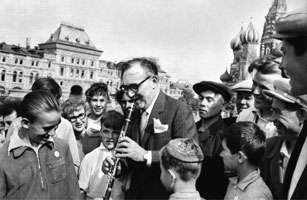 Benny Goodman performs for a young audience in Red Square. Moscow, Soviet Union, 1962 (Courtesy of the Irving S. Gilmore Music Library, Benny Goodman Papers, Yale University)