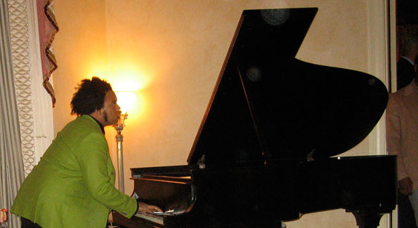 Eric Lewis performs for Sasha Bruce House supporters at the home of Vernon and Ann Jordan.
