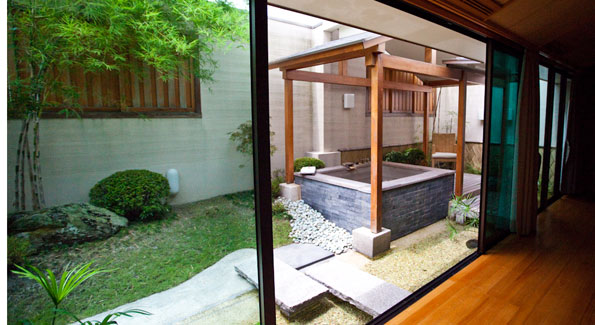 Each Japanese style rooms comes with a private hot tube fed directly by the hot springs. (Photo by Anchyi Wei)