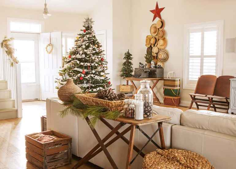 shabby chic style family room christmas decorations