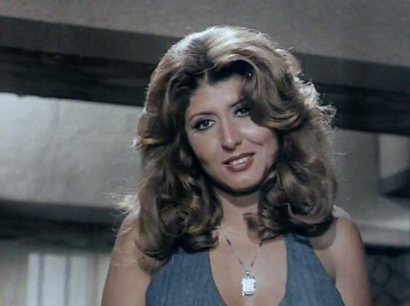 صور: نجمة الإغراء في أفلام التسعينيات وصديقتها قرروا يخلعوا الحجاب!