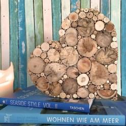 Herz aus Treibholz mit Deko