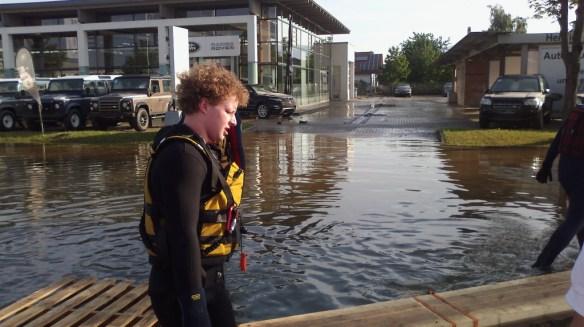 Wasserretter Lukas Niebler in Fischerdorf bei Deggendorf im Einsatz 2013