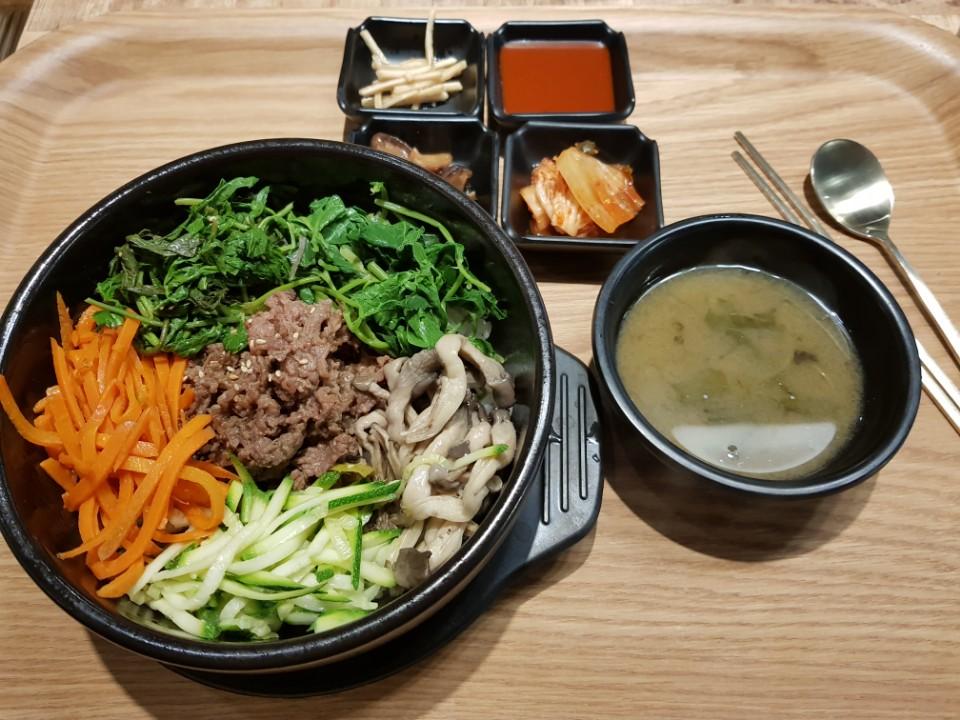 Do you wanna know how to eat Bibimbap(비빔밥) ?