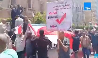 بالفيديو مسيرة للمواطنين في شارع رمسيس لتأييد التعديلات