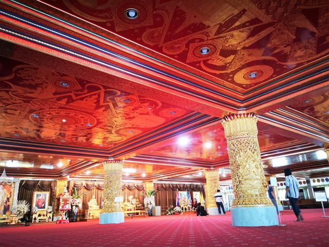 【バンコク】SNSで話題沸騰!息を呑むほど美しい ワットパクナム の仏塔と天井画は一見の価値あり!