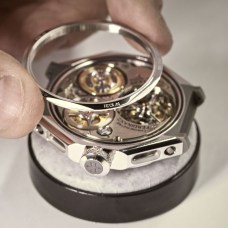 Chronomètre_FERDINAND_BERTHOUD_FB_making_of_Assembling of the case back