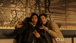 The-Flash-season-2-episode-13-promo-Welcome-to-Earth-2-barry-allen-the-flash-39273811-700-394