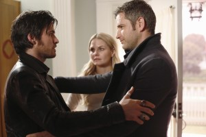Once-Upon-a-Time-5x15-The-Brothers-Jones-Hook-reunites-with-brother-Liam-at-Emmas-house-in-the-Underworld