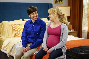 """The Hot Tub Contamination"" -- Pictured: Howard Wolowitz (Simon Helberg and Bernadette (Melissa Rauch). Leonard and Penny must separate a quarreling Sheldon and Amy when their cohabitation does not go as planned, and Sheldon threatens to break off their relationship when Amy refuses to adhere to the bathroom schedule. Also, Howard and Bernadette find unexpected guests at their house when they decide to stay home from a planned vacation, on THE BIG BANG THEORY, Monday, Oct. 17 (8:00-8:31 PM, ET/PT), on the CBS Television Network. Photo: Sonja Flemming/CBS ©2016 CBS Broadcasting, Inc. All Rights Reserved."