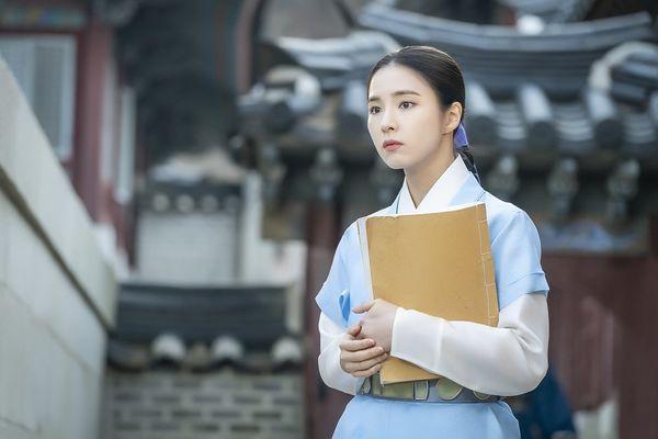 Goo Hae-Ryung történész a palota falai között jegyzékével