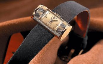 1957. El origen. Lanzamiento del modelo Golden Tube, su caja es un tubo de oro en el que se inserta el movimiento. Es el origen del célebre modelo Golden Bridge (1980), primer movimiento en línea.