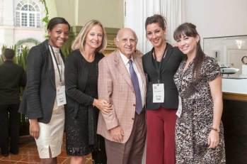 """Como cada año, don Mauricio Berger asistió al """"SIAR"""". La cámara de Watches World captó su visita a la suite de Parmigiani. Tandiwe Zulu, Marcia Mazzocchi, don Mauricio Berger, Carla Rossel y Naomi Evans."""