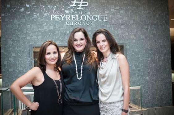 Peyrelongue & Trollbeads La colección Trollbeads -disponible en Peyrelongue Saks Fifth Avenue- fue presentada por Cecilia Basulto (der), quien posó junto a Ana Lucía García, Marketing Manager de Peyrelongue (centro) y Roxana González (izq).