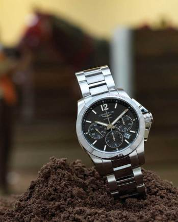 Conquest Ref: L2.744.4.06.7 Funciones: horas, minutos y segundos; cronógrafo y fechador a las 4:30 h Fabricado en acero inoxidable y bisel de cerámica, caja de 41 mm, brazalete de acero inoxidable con eslabones de cerámica.
