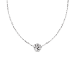 Collar Piaget Rose en oro blanco de 18 quilates engastado en 36 diamantes corte brillante.
