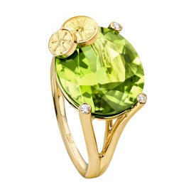Tutti Green Cocktail Inspiration: anillo de oro amarillo de 18K con 1 periodot forma ovalada (aprox. 10,98 quilates), 3 diamantes talla brillante (aprox. 0,04 ct) y 2 diamantes amarillos talla brillante (aprox. 0,02 ct). Ref.. G34H1200