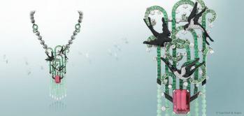 Collar Hirondelles de Van Cleef & Arpels. El pendiente puede desprenderse y convertirse en un prendedor. Esta creación está elaborada en oro blanco, diamantes, esmeraldas, perlas y onix.