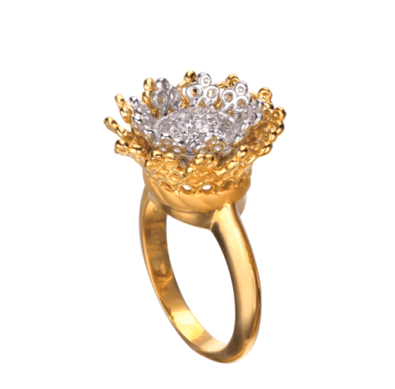 Anillo Reina mini en oro amarillo y blanco con diamantes.