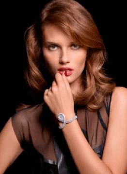 Colección Couture Précieuse // Reloj pulsera en oro blanco de 18 quilates engastado con 61 diamantes talla brillante (aprox. 6,1 quilates) y 81 diamantes talla marquesa (aprox. 9,8 quilates). Esfera plateada. Movimiento de cuarzo Piaget 56P. Ref. G0A38195.