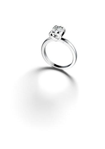 Sortija de platino con un diamante engastado (0.7cts).Ref. 829063-9001