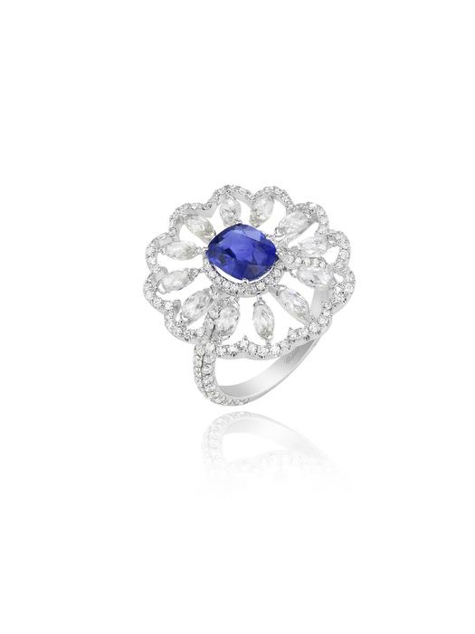 Anillo, diamantes y zafiro.