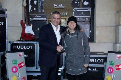 """""""Este esfuerzo de colaboración único se inscribe en la continuidad de nuestra privilegiada relación con Depeche Mode. Nos conocimos en el año 2010 y la conexión fue inmediata. Si nuestra amistad puede marcar la diferencia, no hay que dudar, ya que el vínculo se crea al compartir. Si no compartimos, nos empobrecemos. Hublot es una firma con suerte y éxito y debe poder devolver una parte a aquellos que pasan necesidad"""": Ricardo Guadalupe CEO de HUBLOT."""