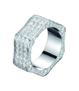 Montblanc 4810 Collection Classic. Anillo de oro blanco y pavé de diamantes en la parte superior y los lados.