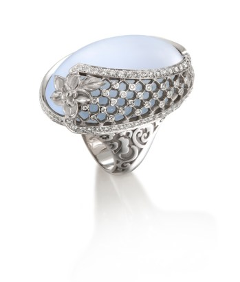 DA13600 022704 - Sierpes maxi ring in white gold, chalcedony and diamonds
