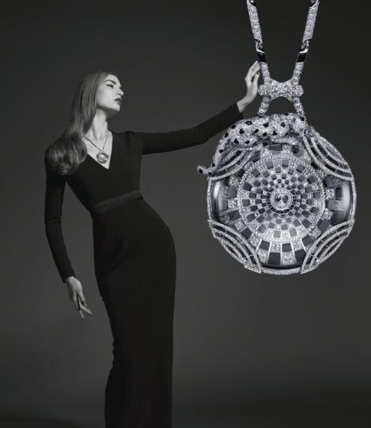 Collar de oro blanco, cristal de roca, ónix y diamantes.