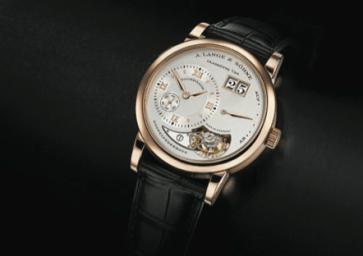 Lange 1 Tourbillon, presentado en el 2000, se cotizó rapidísimo tras su presentación. Su edición contó con una limitación a 250 piezas en oro rosa y 150 relojes de platino.