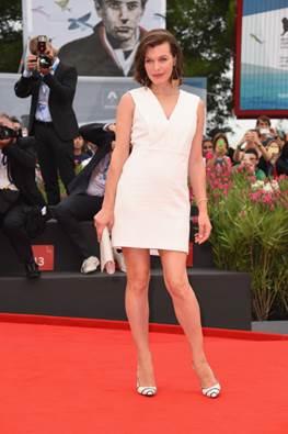 Milla Jovovich portó un Jaeger-LeCoultre 101 Queen's