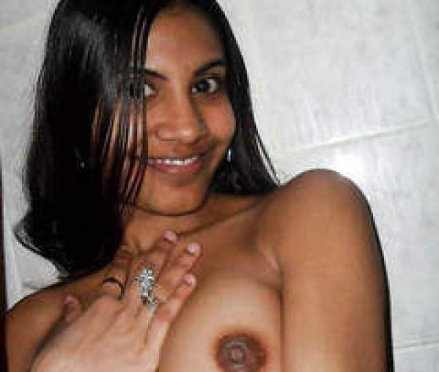 Handsome Indian Girlfriend Makes Nude Selfies And Shows Her Tits
