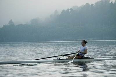 man rowing crew boat (skull)