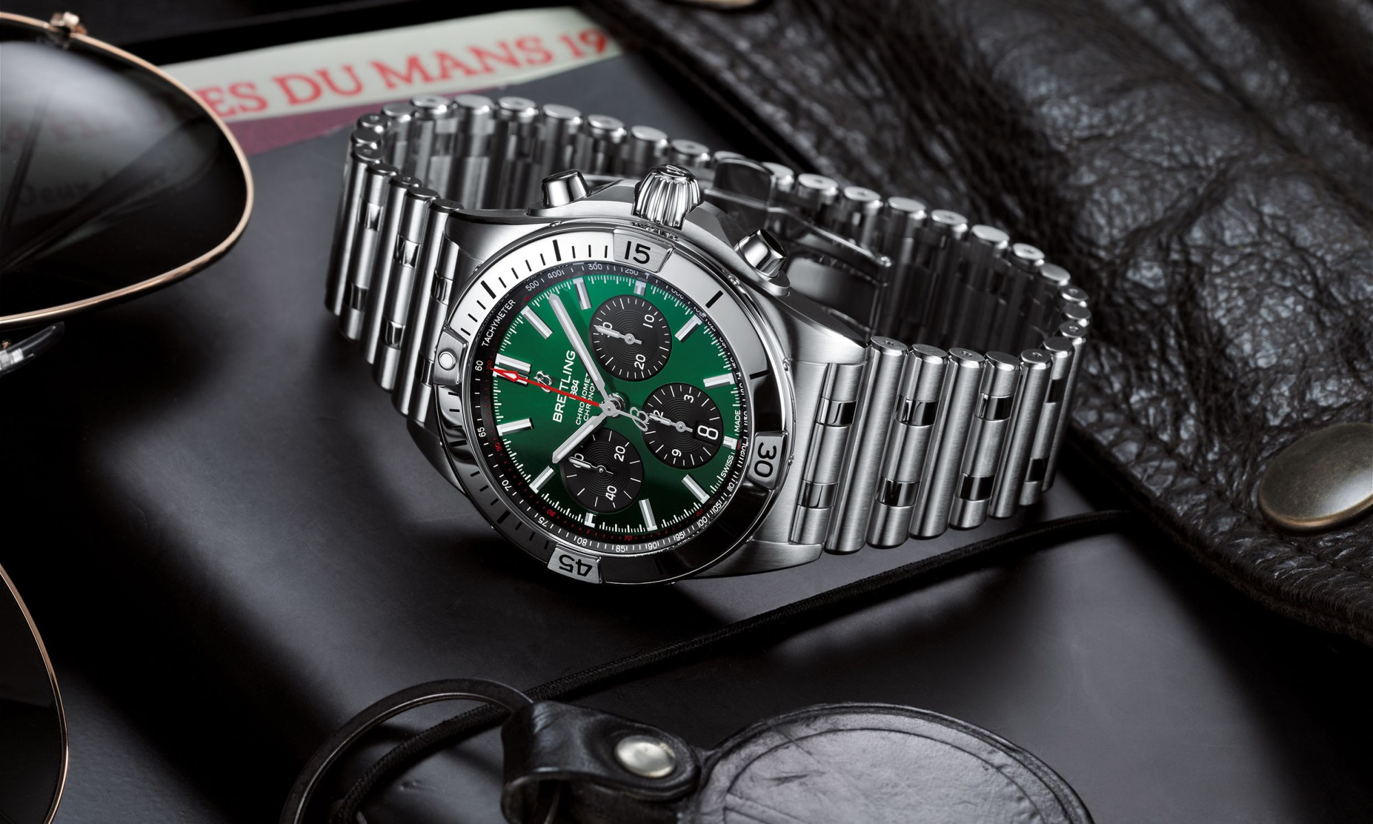 07 Chronomat B01 42 Bentley With A Green Dial And Black Contrasting Chronograph Counters