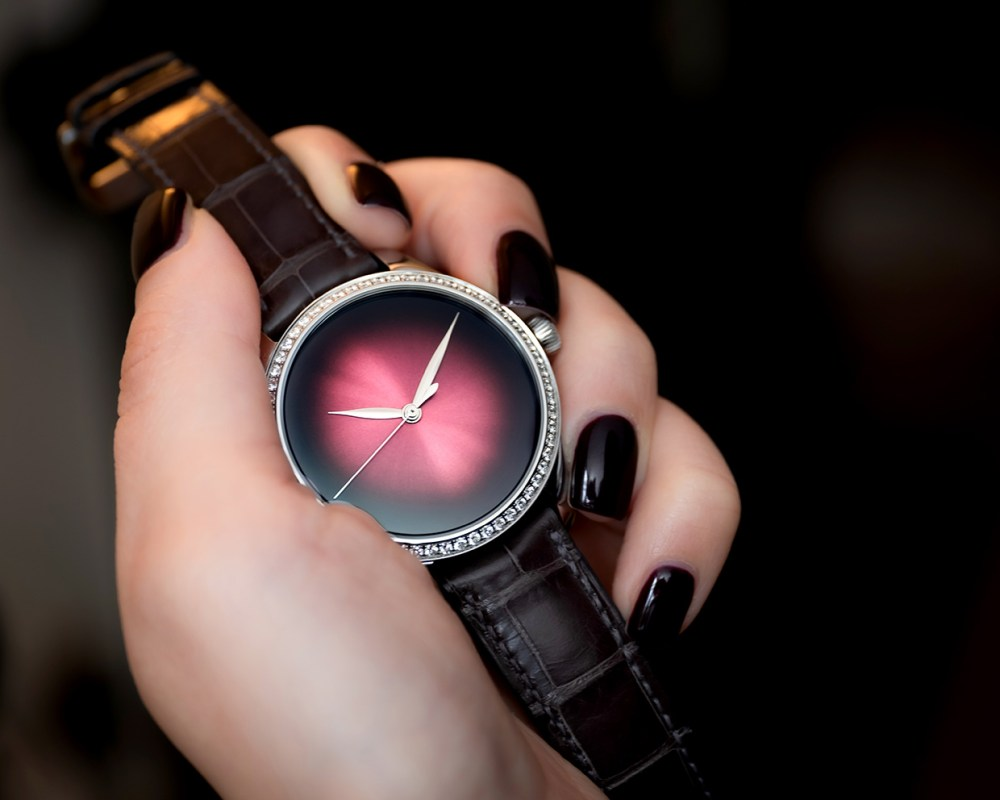 Endeavour Centre Seconds Diamonds Concept 1200 1208 Lifestyle 02