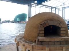 Weet je wat, we bouwen gewoon nog een pizzaoven