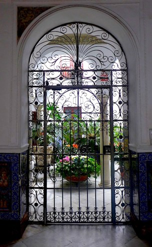 Doorway in Seville close up P1050264