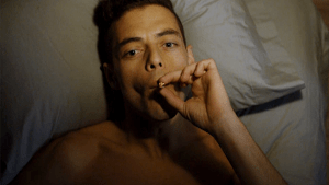 mr-robot-elliot-smoking