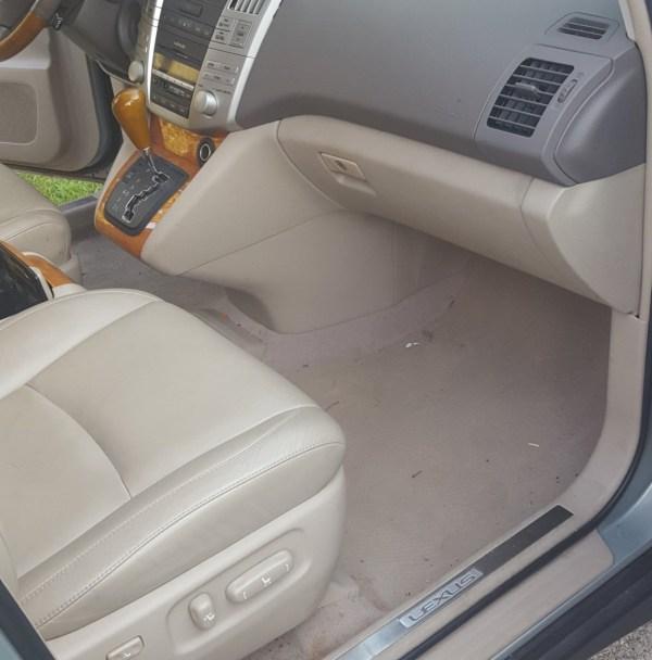 Leather / Cloth Seats
