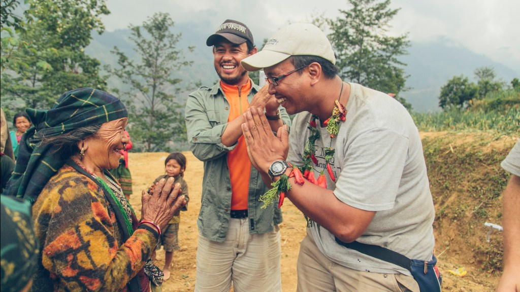 Tosa receives Pokhari necklace | Nepal Earthquake