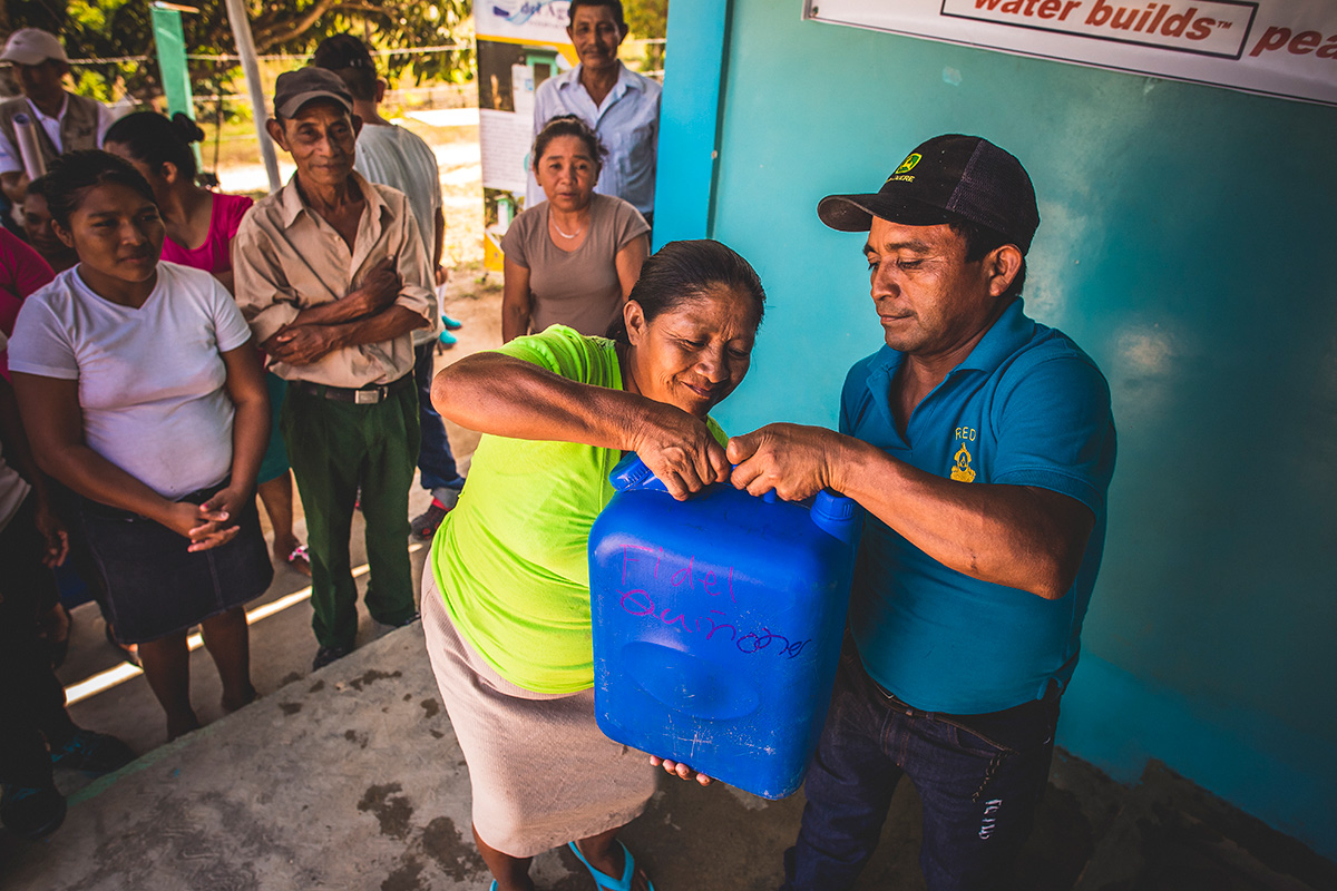 Distribution of containers of safe water in Honduras