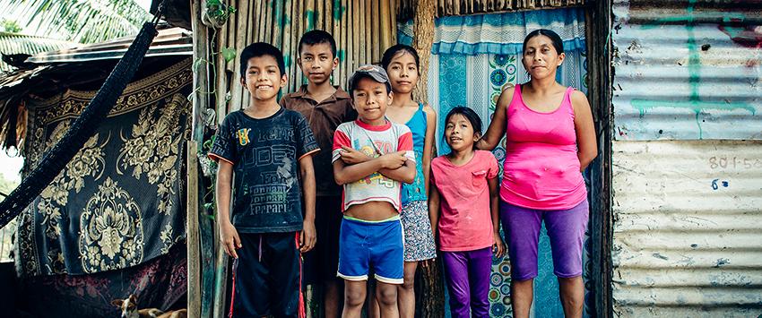Hortencia Perez and her children in El Encanto, Mexico
