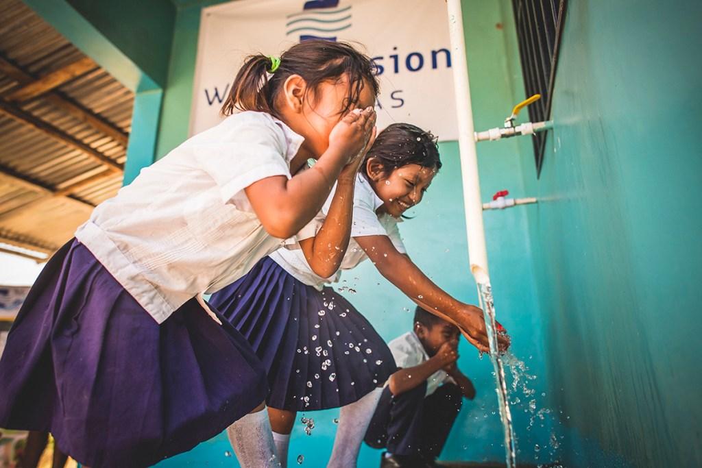 Children drink safe water in Honduras.