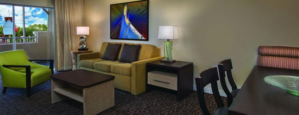 The Living Room has plenty of spce with Sleeper Sofa at the Marriott Harbour Lake in Orlando 960