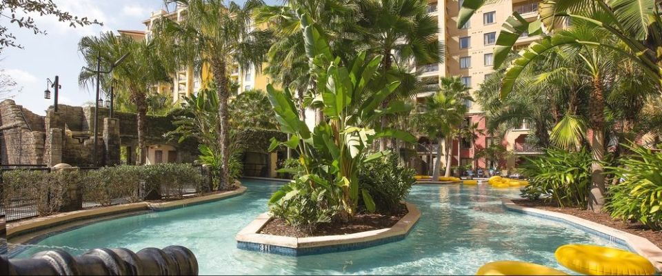 View of a corner section of the Lazy River at Wyndham Bonnet Creek with water spraying canons 960